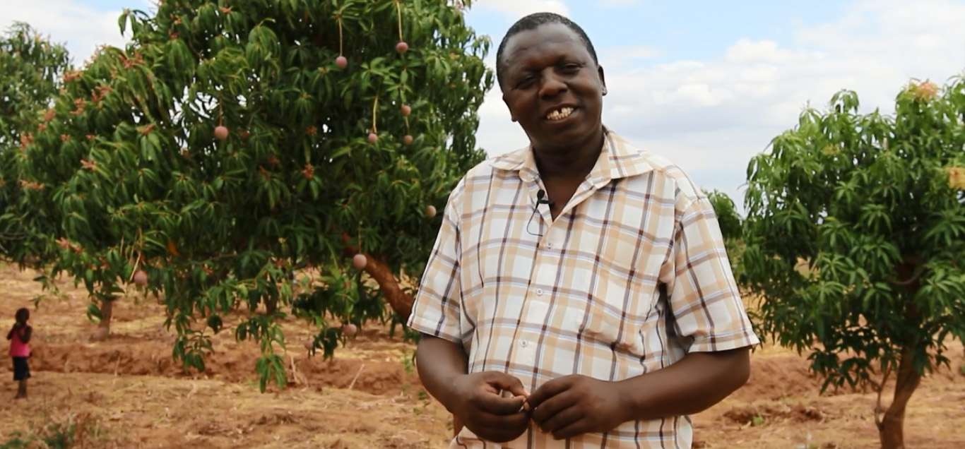 The Kenyan contract farmer Simon Mulli